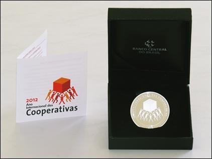 Coopeg é agraciada com Moeda Comemorativa do Ano Internacional das Cooperativas